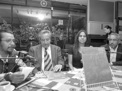 Castálida dedicada a Juárez se presentó en el café literario TunAstral