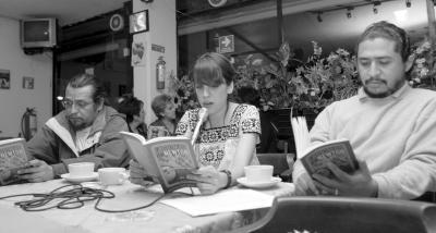 El café literario TunAstral presentó Lágrimas de Newton, primer libro de cuentos de Daniela Bojórquez