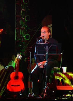 Óscar Chávez en la apertura de Quimera