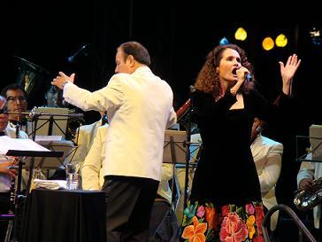 Susana Harp emergió desde el ébano para cantar a las almas
